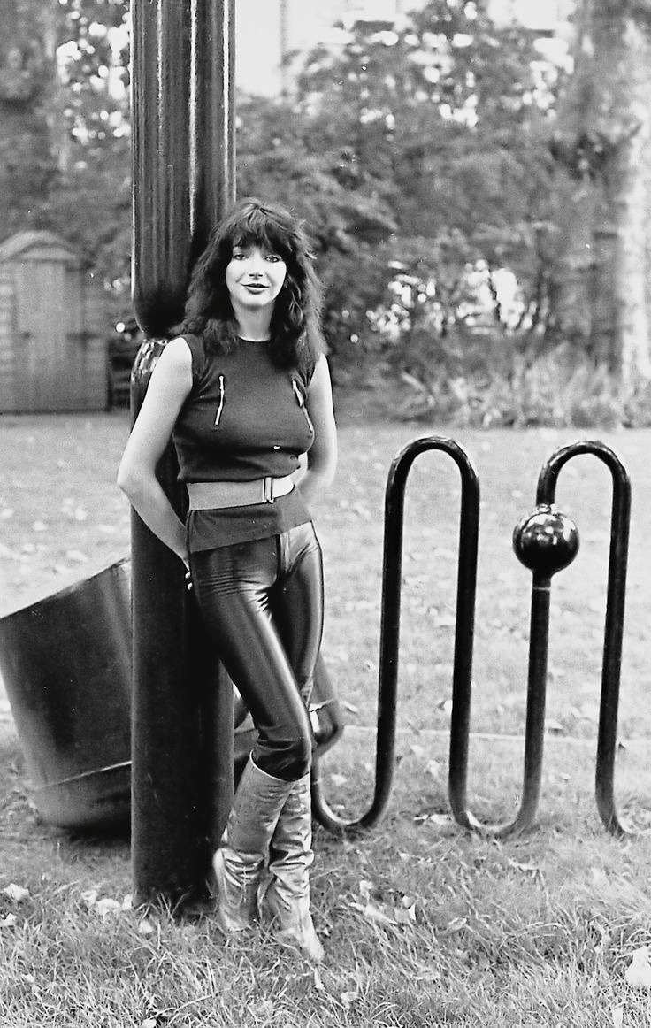 Kate Bush Likes Shirts With Zippers For Easy Boob Scratching