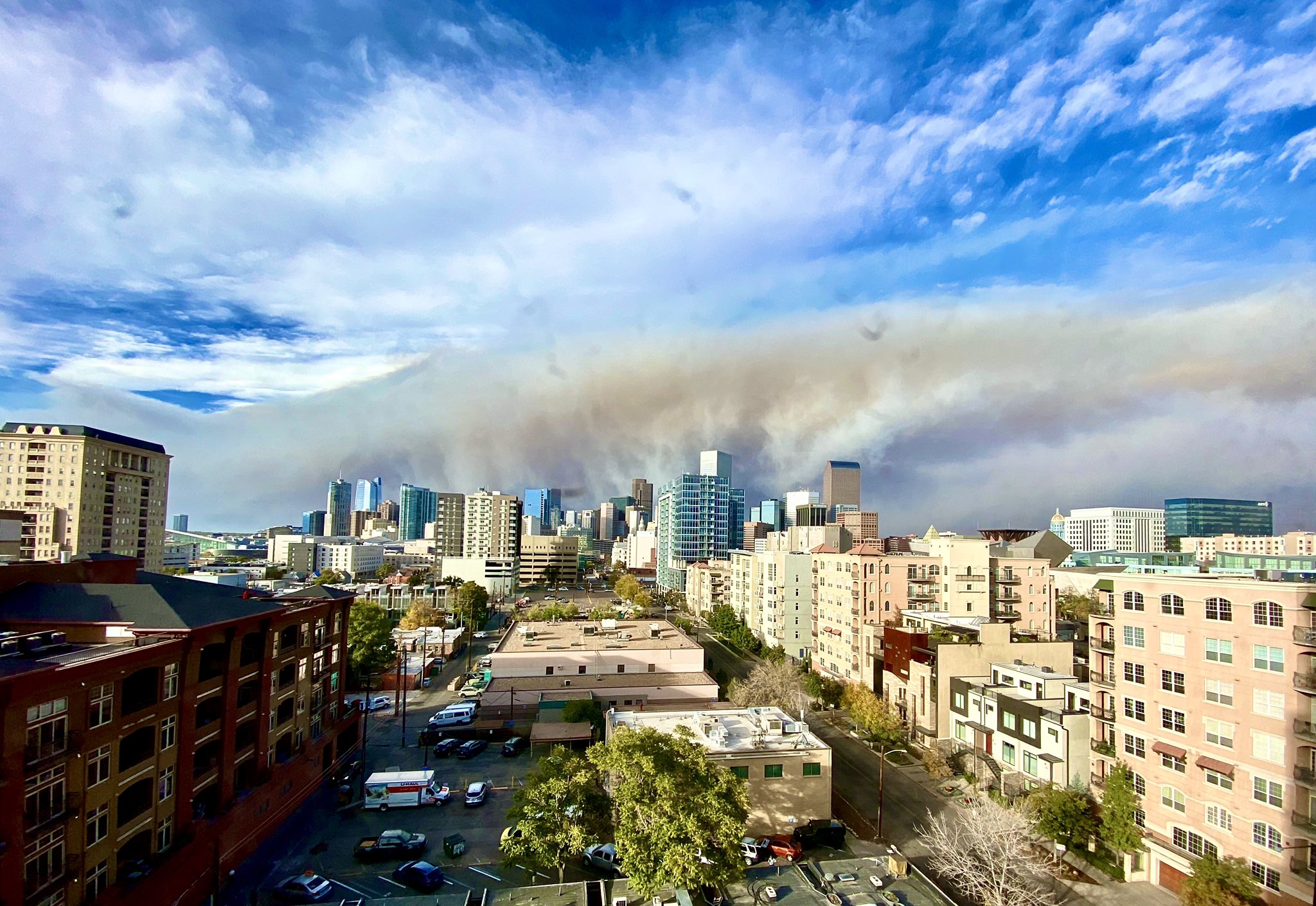 (1/2) Not a haboob, not a derecho: wildfire smoke from thousands of acres that blew up in a few hours hits downtown Denver